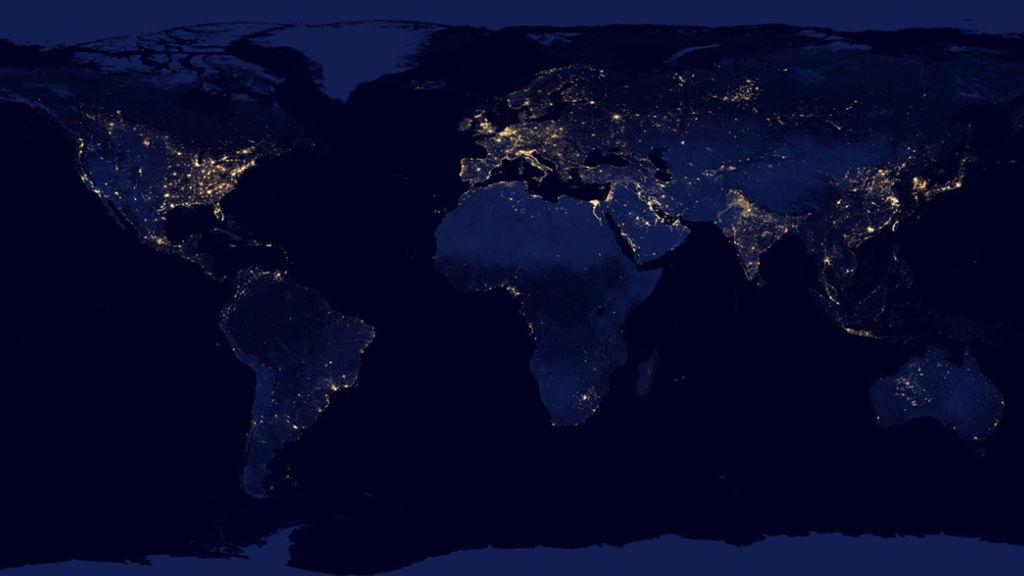 El mundo iluminado por luz eléctrica durante la noche